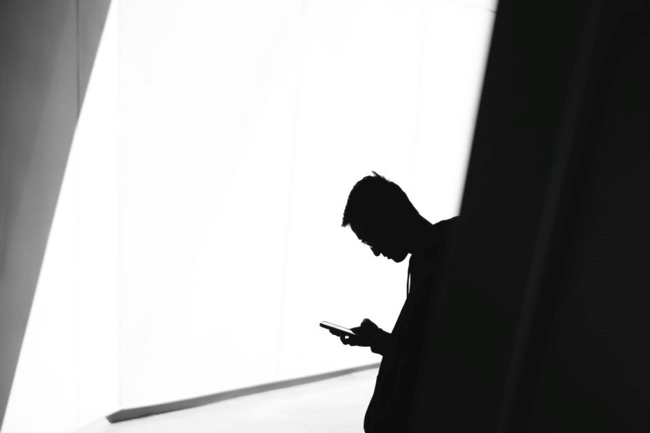 Tips For Controlling Phone Use on Your Shop Floor